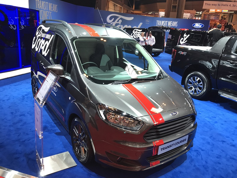 CV17 Ford Transit Courier